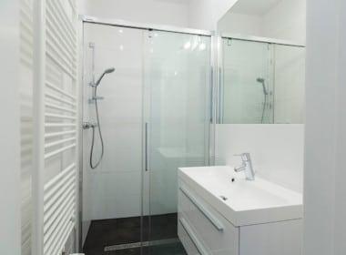 Whg 1030Bad Dusche Glas Schiebetür Handtuchwärmer Altbauwohnung 1030 Wien Landstraße saniert
