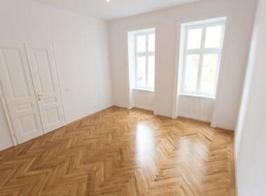 Whg 1070:2_Wohnzimmer 1070 Wien Neubau Altbau Stil Luxus Fischgrät Parkett Wohntraum
