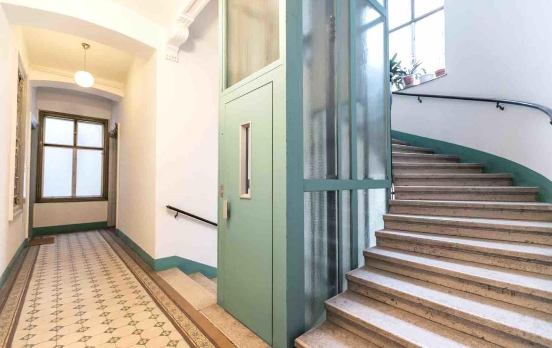 1070_Wien_Wohnung_Treppenhaus