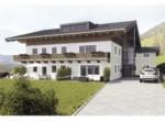 Luxuswohnungen Kitzbühel, Hausansicht außen mit Garten